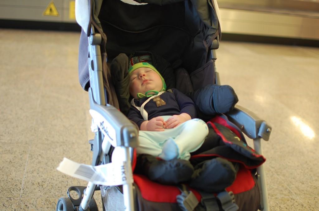 Коляска McLaren для путешествия с ребенком