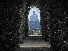 вид на Собор Св. Петра сквозь замочную скважину