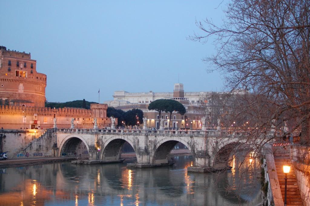 Рим набережная Тибра ezdim.com