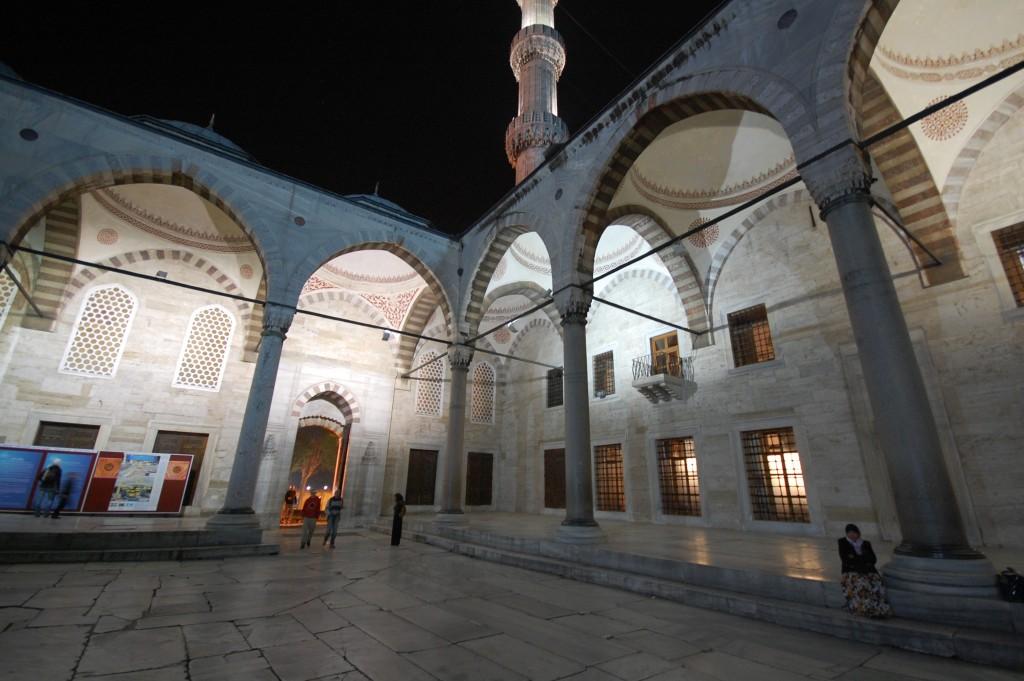 Внутренний двор Голубой Мечети, Стамбул ezdim.com/blog