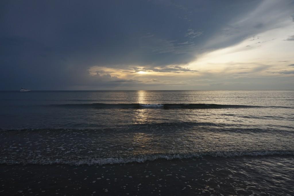 Заход солнца на Sugar Beach Сипалай